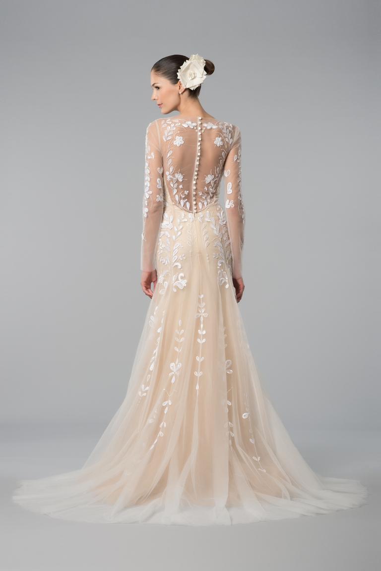 Заглянем под юбку свадебного платья фото 56-567