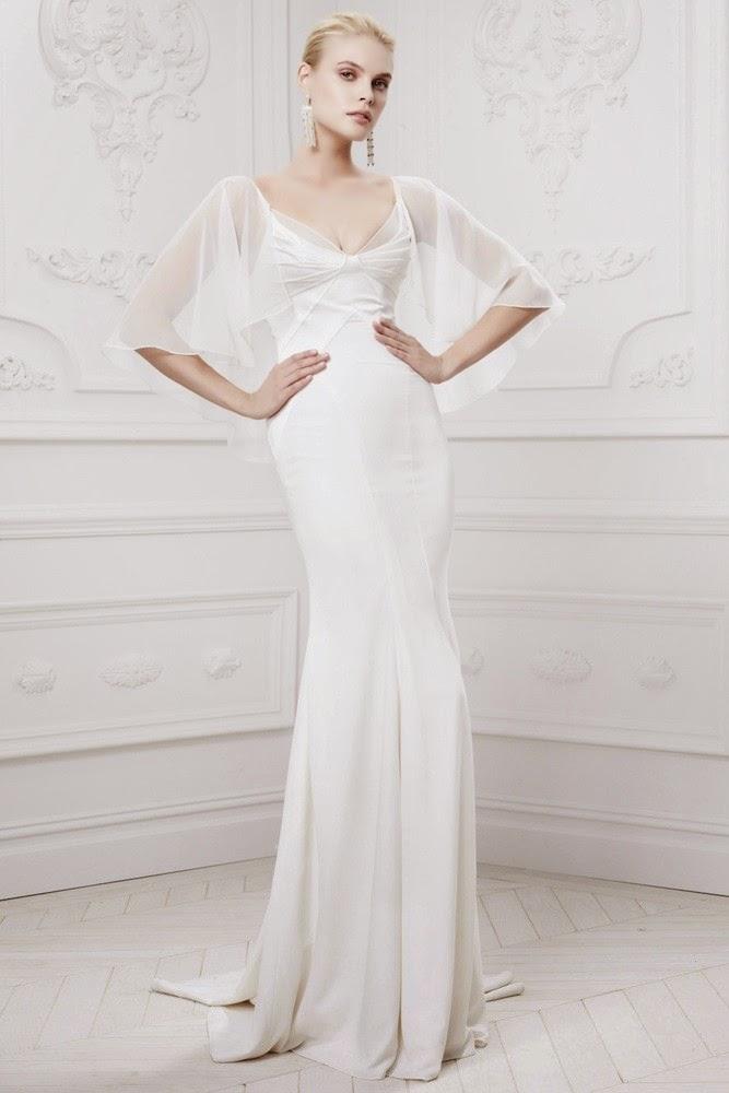 невеста в пышном платье и фате